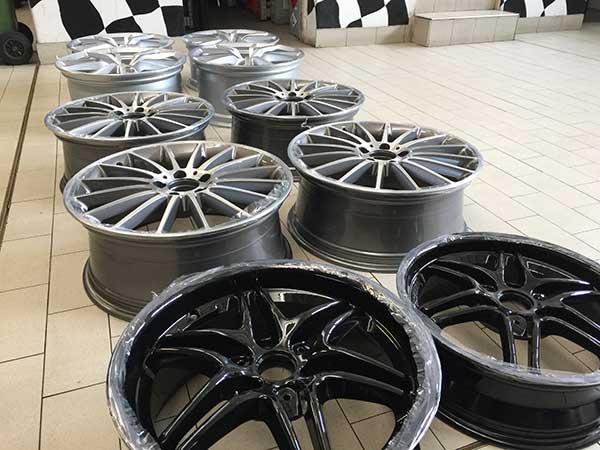 Verniciatura cerchi in lega cerchioni auto moto nero lucido opaco